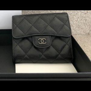 Rare Brand new Chanel so black wallet